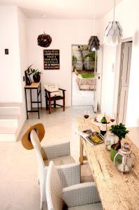 A seating area at Villa Palmera