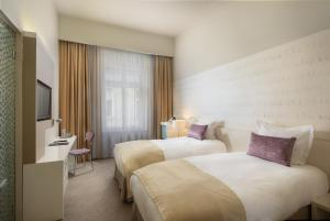 A bed or beds in a room at Hotel Nemzeti Budapest - MGallery