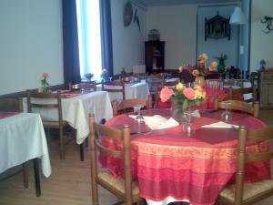 Restaurant ou autre lieu de restauration dans l'établissement l'escalette