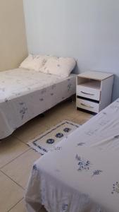 A bed or beds in a room at Quarto no Eldorad