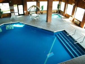 A view of the pool at Amerihost Inn & Suites - Mexico or nearby