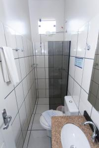 A bathroom at Valériu's Palace Hotel
