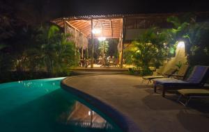 The swimming pool at or near Mundo Milo Eco Lodge