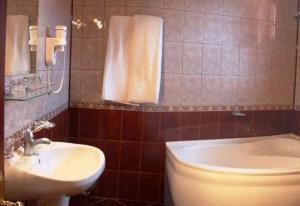 O baie la Hotel Maria