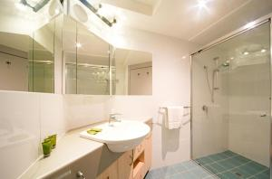 A bathroom at Baybliss Apartments Studio 2