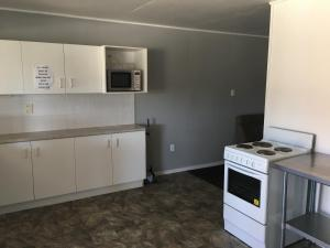 A kitchen or kitchenette at Amble Inn