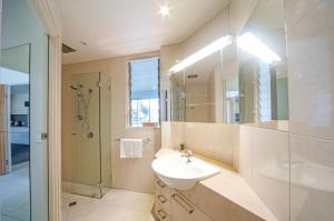 A bathroom at Baybliss Apartments 1 Bedroom Escape Free Wi-Fi