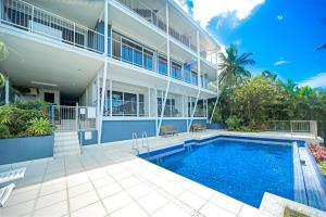 The swimming pool at or near Baybliss Apartments 1 Bedroom Escape Free Wi-Fi