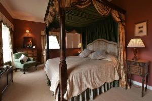 A bed or beds in a room at Kilmokea Country Manor & Gardens