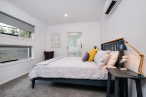 A bed or beds in a room at Albury Yalandra Apartment 1