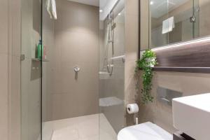 A bathroom at Sydney Life in Haymarket Near Darling Harbour