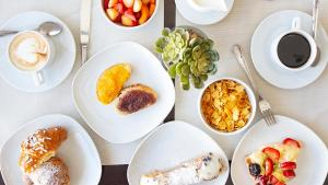 Breakfast options available to guests at Hotel Piccolo Mondo