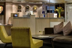 A seating area at Best Western Manchester Altrincham Cresta Court Hotel