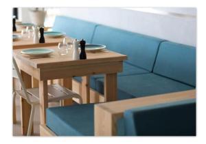 ホテル ル ヴェルサイユにあるレストランまたは飲食店