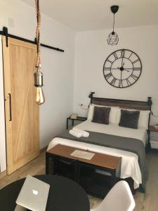 Säng eller sängar i ett rum på Apartamentos Ruisol - Auto checkin