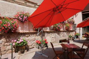A restaurant or other place to eat at Sylvie Fahrer et Fils