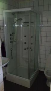 Ett badrum på Baggetorps Vandrarhem