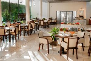 Hotel Katowice Economyにあるレストランまたは飲食店