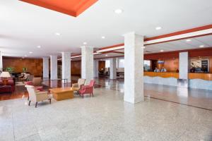 De lobby of receptie bij Hotel Best Triton