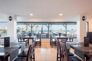 A restaurant or other place to eat at Hotel Best Roquetas