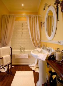 Un baño de Brugsche Suites - Luxury Guesthouse