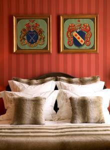 Cama o camas de una habitación en Brugsche Suites - Luxury Guesthouse