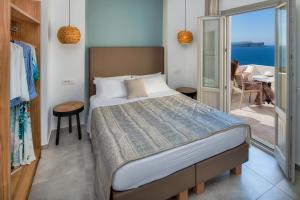 A bed or beds in a room at Kokkinos Villas