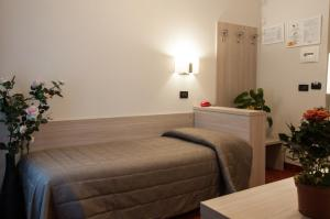 A bed or beds in a room at Hotel Galimberti