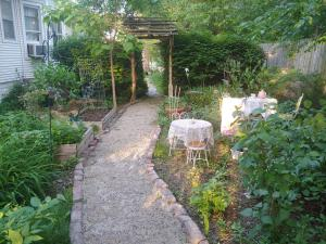 A garden outside Delano Bed and Breakfast