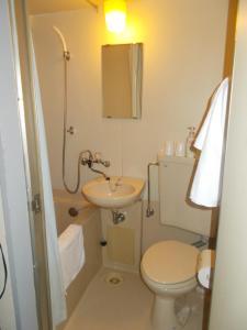 A bathroom at Hotel Avanti