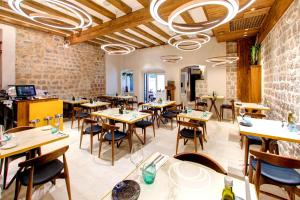 Restoran ili neka druga zalogajnica u objektu Guest House Forty-Four