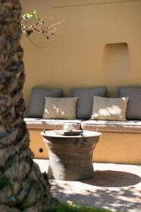 A seating area at Vila Joya