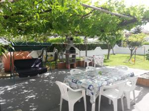 A restaurant or other place to eat at Villa Miriade B&b