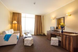 A television and/or entertainment center at Hotel Laguna Park & Aqua Club - All Inclusive