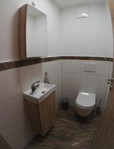 A bathroom at Appartments Simone