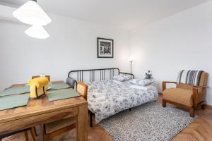 A bed or beds in a room at Milka Apartments