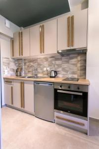 A kitchen or kitchenette at Moonline Maisonettes & Apartments