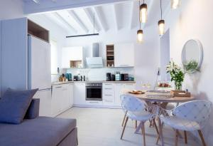 A kitchen or kitchenette at Sun 'n Chill