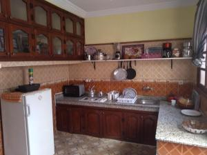 A kitchen or kitchenette at Chez Bouchaib