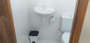 A bathroom at Pousada Joia do Valle