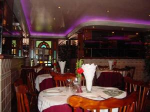 A restaurant or other place to eat at Hotel Gran Galaxie