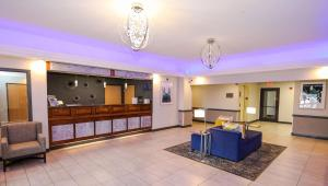 The lobby or reception area at Best Western Somerset