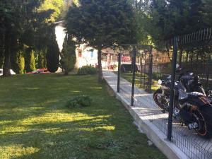 Jardin de l'établissement La Table Des Bons Peres