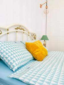 A bed or beds in a room at New Stylish Apartment