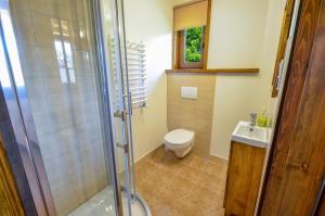 Łazienka w obiekcie Dom Gościnny BIERWIONO