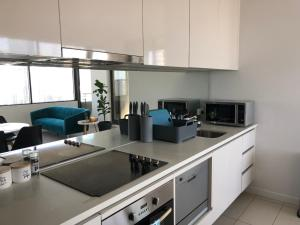 A kitchen or kitchenette at Your Melbourne Home in Free Tram Zone with Great City Lifestyle