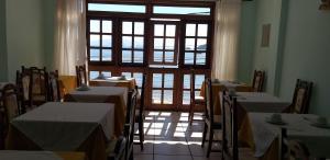 Um restaurante ou outro lugar para comer em Pousada Farol dos Borbas