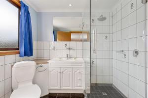 A bathroom at Northeast Restawhile BandB