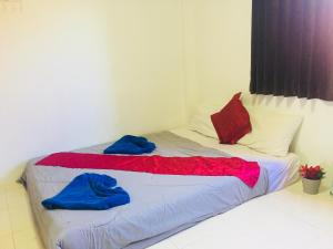 A bed or beds in a room at Green Leaf Guesthouse