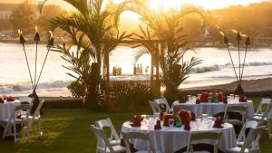 A restaurant or other place to eat at Kauai Marriott Resort
